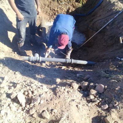 Repararon cañerías de agua en Huincul
