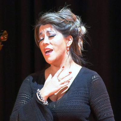 Estefanía Durán grabo un videoclip en el Centro Cultural