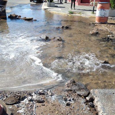 Una máquina rompió un caño y media ciudad quedó sin agua