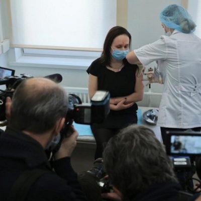 El Gobierno neuquino quiere avanzar con la vacunación de trabajadores esenciales