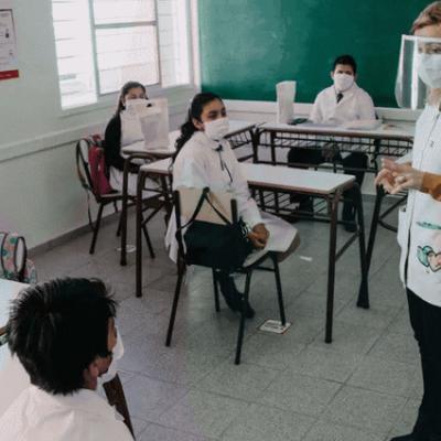 Cerca de 100 docentes aislados