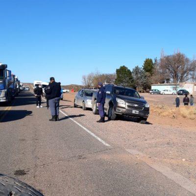 Policía intimó a los vecinos de Sauzal y por este motivo levantaron el corte de ruta