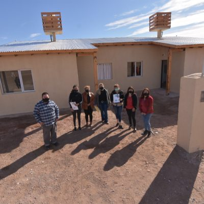 El municipio de Huincul entregó dos viviendas en Altos del Sur