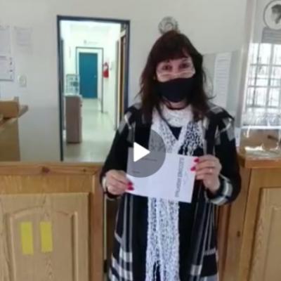 Importante: Instruyen sobre como manipular el sobre de votación