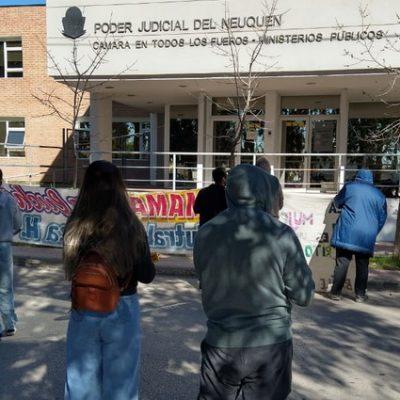 Alumnos de la EPET 1 llevaron un reclamo a Tribunales