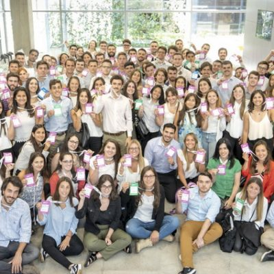 Techint lanza una gira para convocar jóvenes profesionales y pasantes