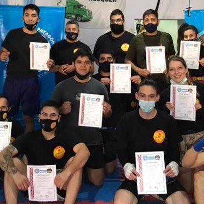 Estudiantes de Kick Boxing rindieron sus cinturones